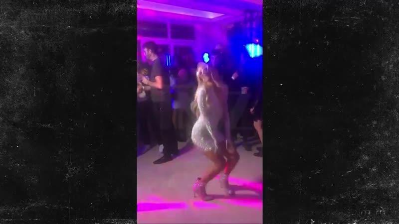 Пэрис Хилтон Paris Hilton танцует под Бритни Спирс Britney Spears One More Time на своём дне рождении 2020