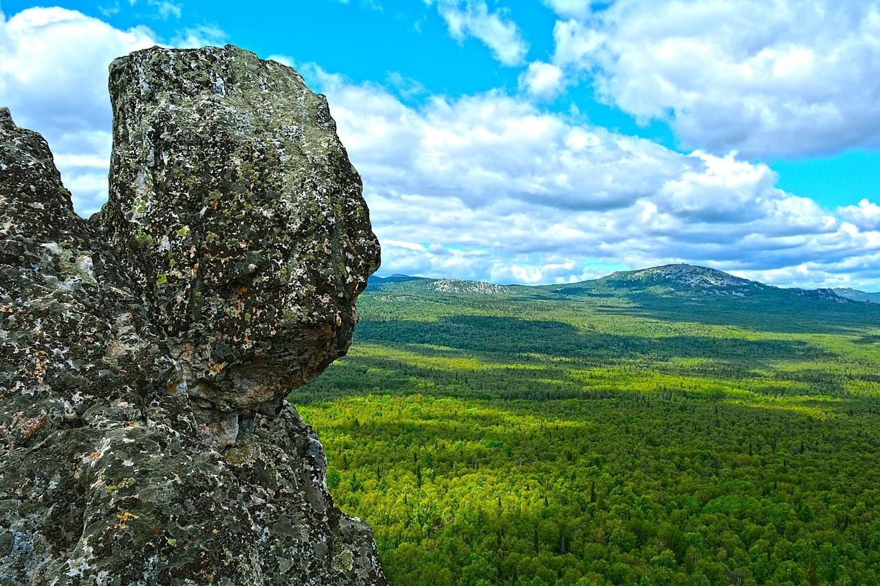 Чем дольше смотрю на эту скалу, тем явственней вижу профиль пожилого кавказца. Гамарджоба, Иосиф Виссарионович!
