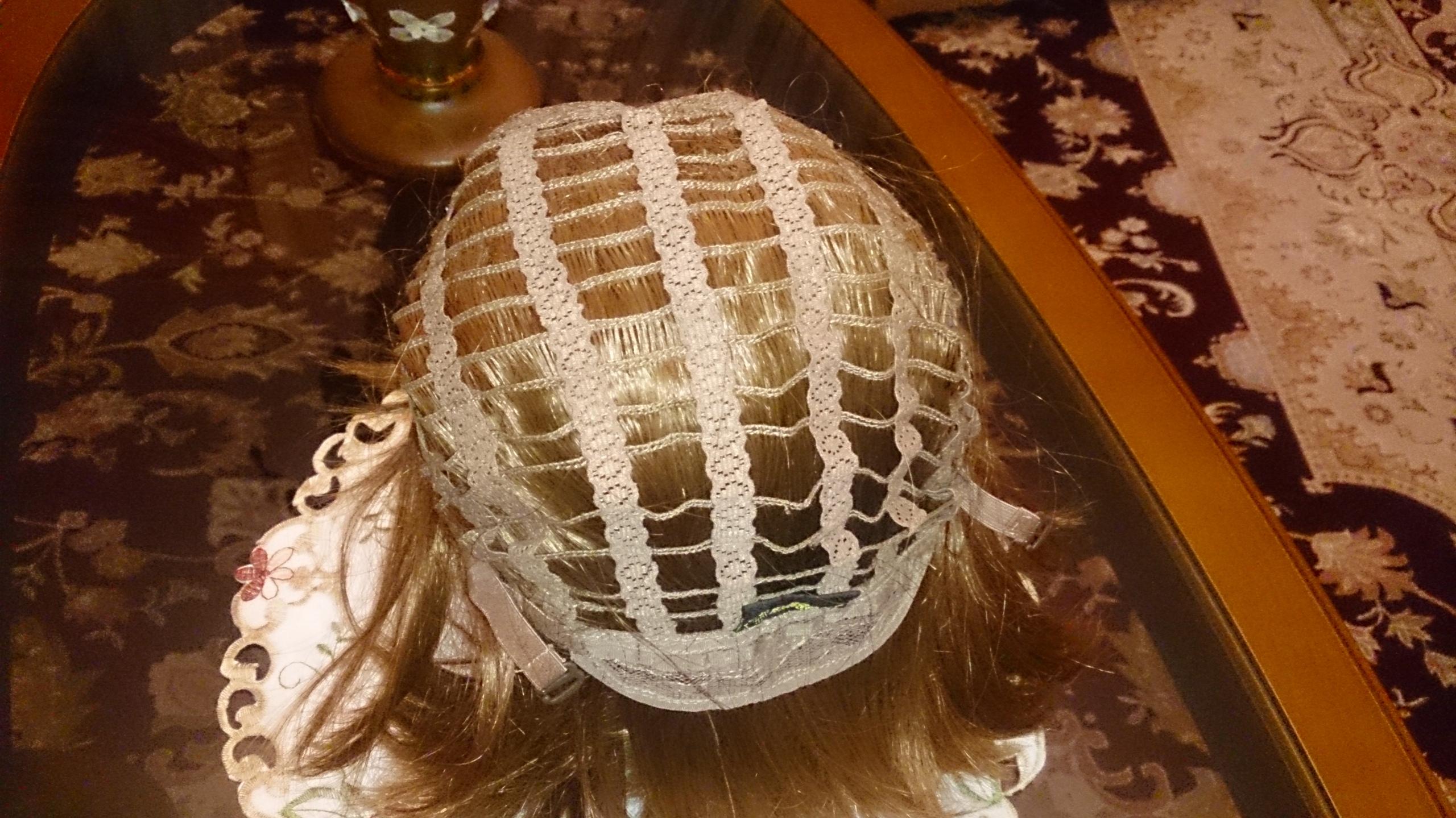Продам женский парик японского производства, цвет – каштан, причёска – каре, размер универсальный (на сеточке), полностью вентилируемый.