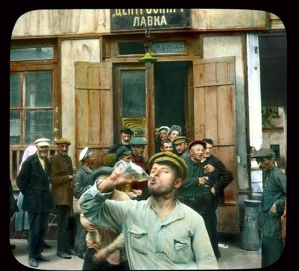 Винная лавка на Невском проспекте. Ленинград, 1931 год.