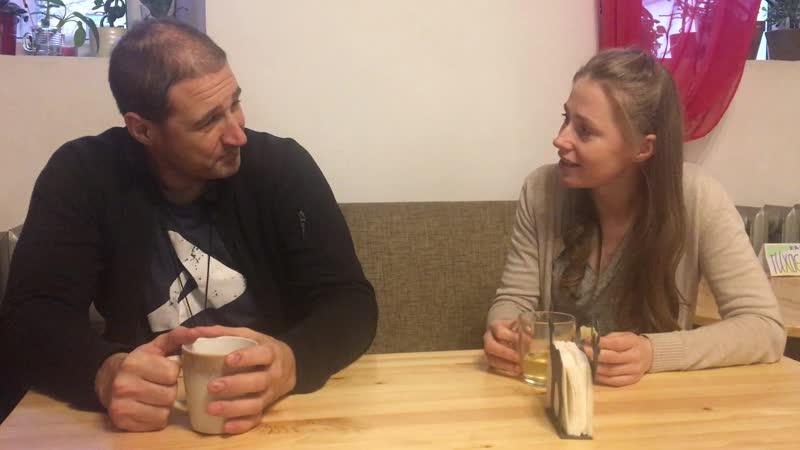 Завтрак в Драконе. Физрук и англичанка предпочитают беседу на английском.
