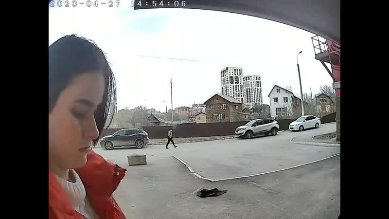 13 летняя гопница из Уфы отжала телефон у маленькой девочки перед камерой домофона