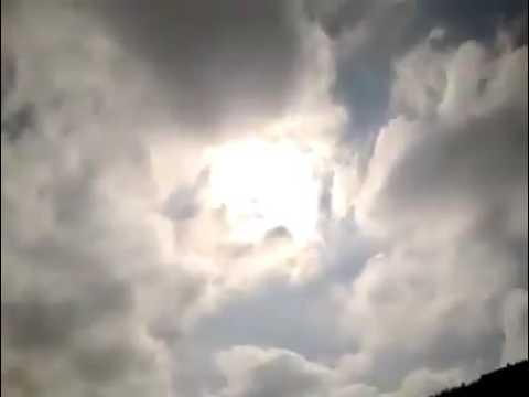 Luzes piscando muito forte por varios minutos no ceu do brasil em pleno dia