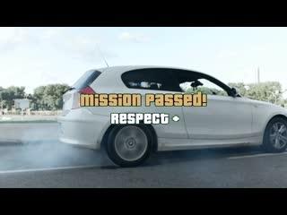 BMW E38 молодого парня compact отрыгнул