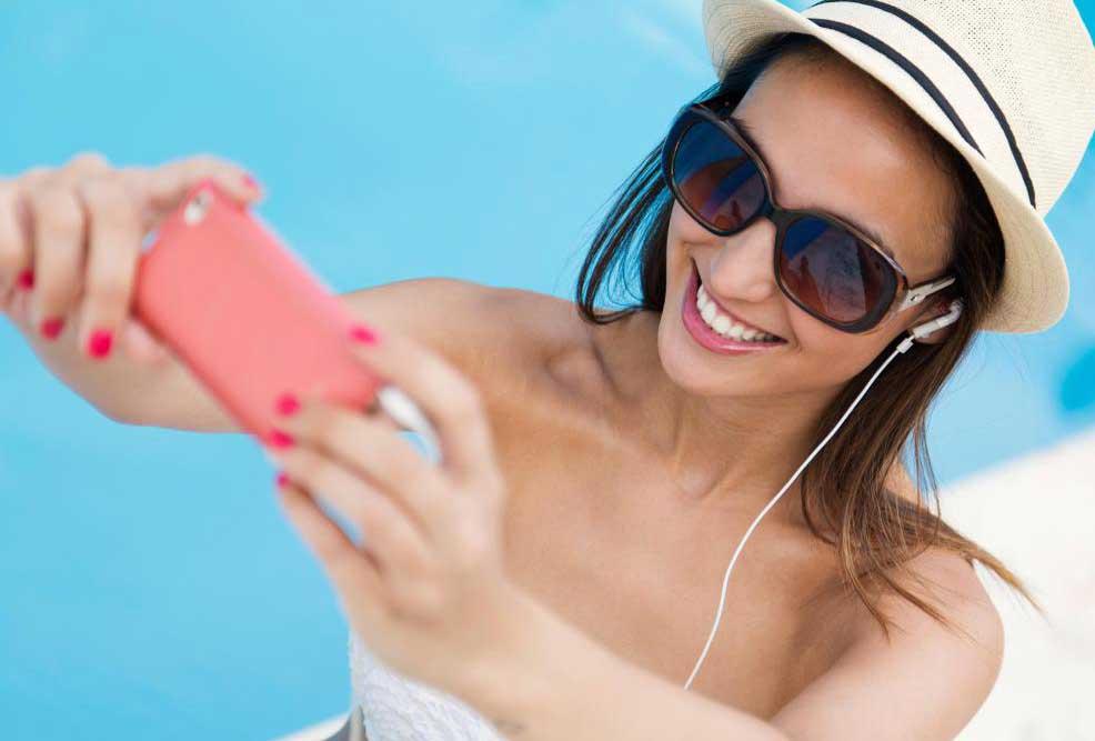 Коллаж может состоять из фотографий, сделанных во время отпуска или специального мероприятия.