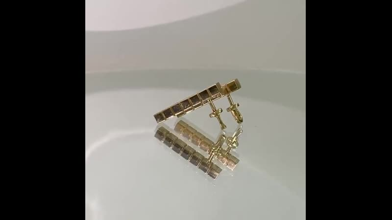 серьги⠀Выполнены они из желтого золота 750 пробы с бриллиантами⠀ПОД ЗАКАЗ⠀Выполним из любого металла, размер кубиков можн