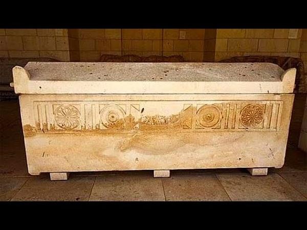 800 млн лет девушка пробыла под землёй в неизвестной жидкости Открытие саркофага поразило всех