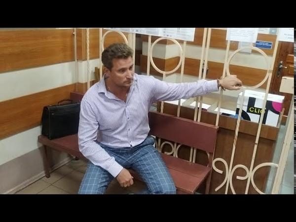 Адвокат Валентин Рыбин приковал себя наручниками в зале Краматорского суда Эксклюзив для СБУ