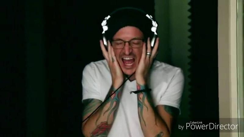 Chester bennington recording vocals in the studio chester grabando voces en el estudio