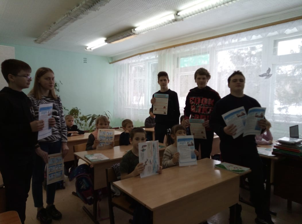 Петровские волонтёры предупредили школьников об опасности выхода на открытый лёд