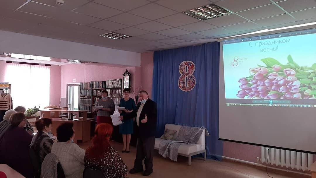 В Центральной библиотеке Петровска состоялся предпраздничный творческий вечер