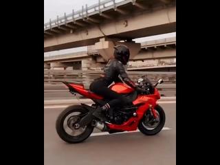 #мотоТаня девушка на красном мотоцикле