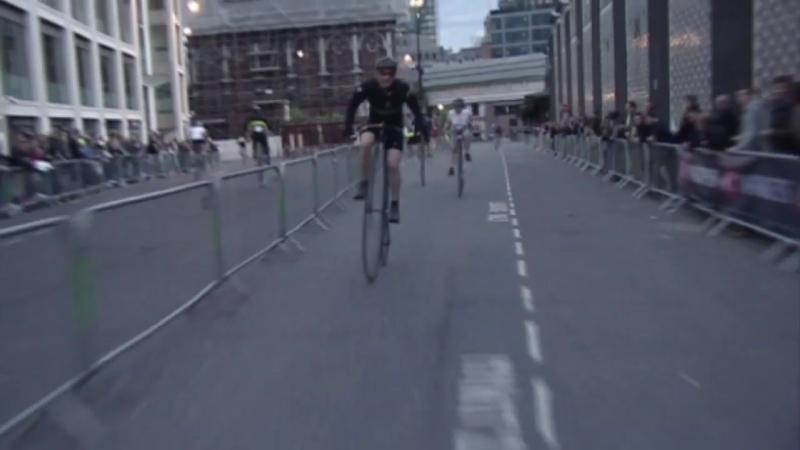 Это не Вуэльта и не Тур де Франс это гонка на Пенни Фартингах