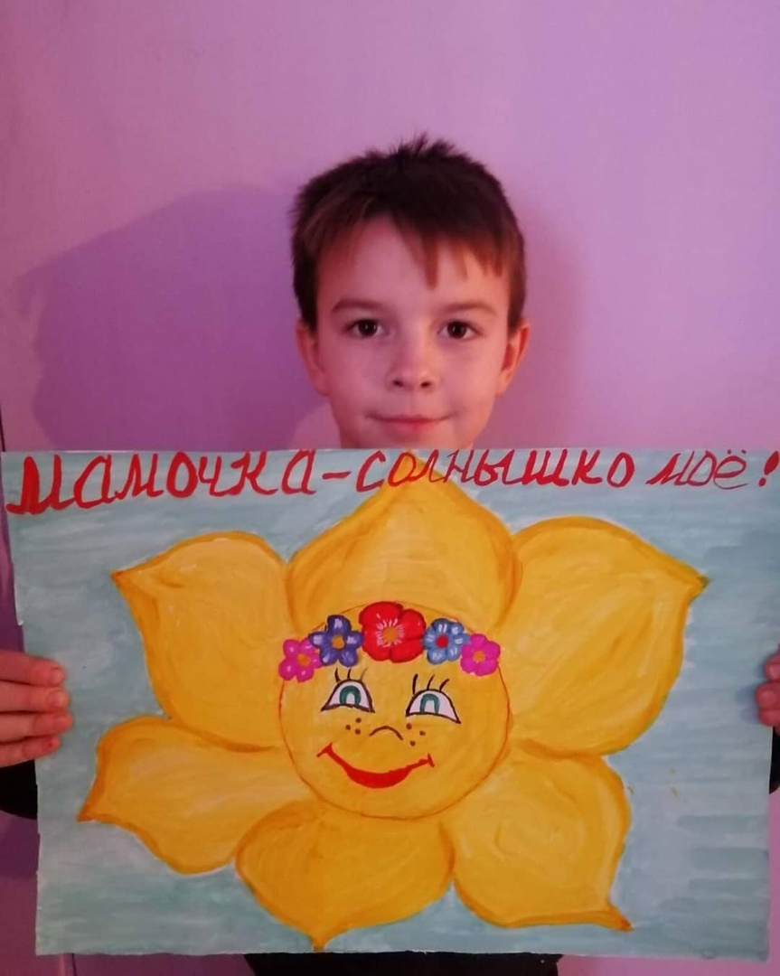 Юные жители посёлка Мирный Петровского района готовятся к празднику — Дню матери, который будет отмечаться 29 ноября