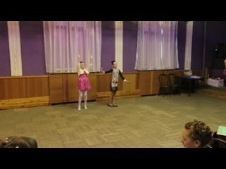 Индийский танец (исполняют Софья и Юлия, 4 класс, выпускной)