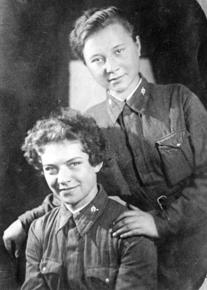 24 октября 1922 года в деревне Нарышкино Тульской области в семье рабочего родил...