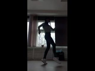 Пусть пока немножко движения смазаны, но я не сдаюсь...😉 Без танцев, уже никак...🤗