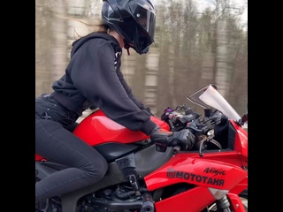 по-лайту🤙 #мотоТаня девушка на красном мотоцикле