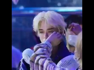 oh my god hes SOO handsome in blonde !!.mp4