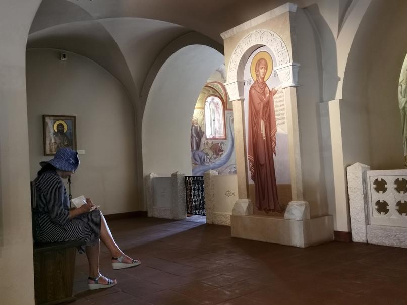 Интерьер нижнего храма Феодоровского собора