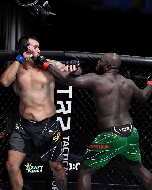 💥 И да, минувшей ночью состоялся очередной турнир UFC.