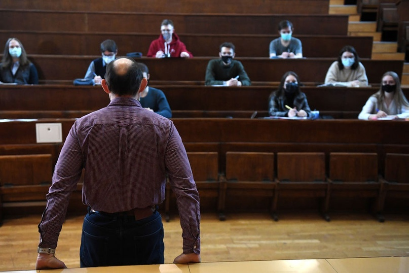 Непривитых студентов и преподавателей вузов не допустят к очному обучению с 10 сентября