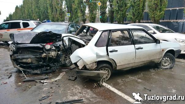 В Новочеркасске водитель ВАЗа не справился с управ...