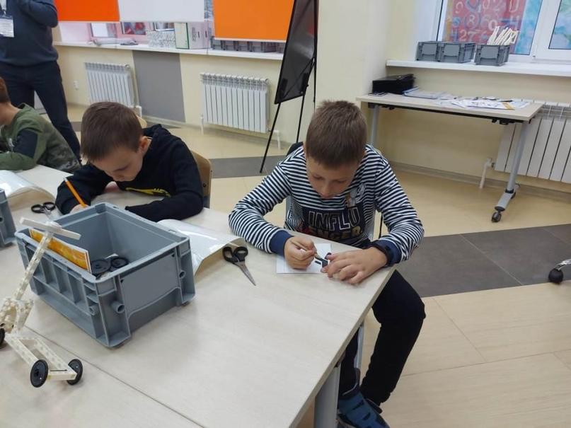 Брянские дети приняли участие в тематическом мастер-классе по изготовлению световозвращателей, изображение №12