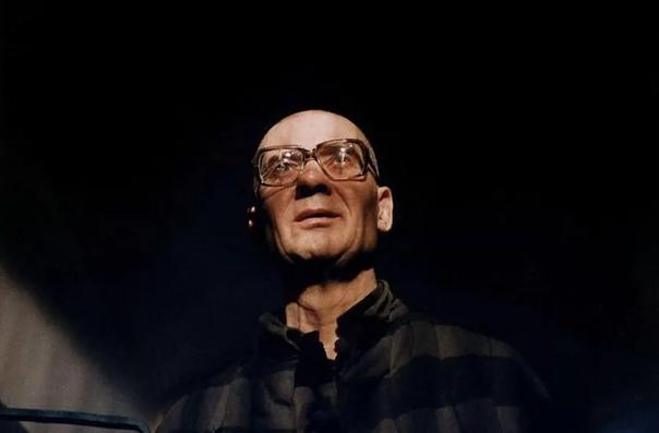 Стриминг-сервис Oo выпустил тизер сериала «Чикатило» про советского маньяка Андрея Чикатило Режиссером сериала выступил Сарик Андреасян. Премьера состоится весной 2021 года. В детективе