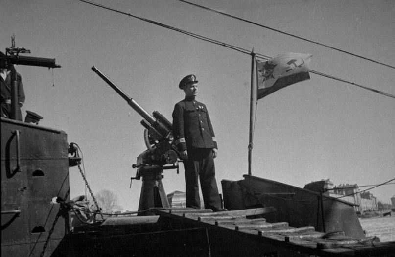 Командир «Щ-323» Ф.И. Иванцов на палубе своего корабля, 1942 год.