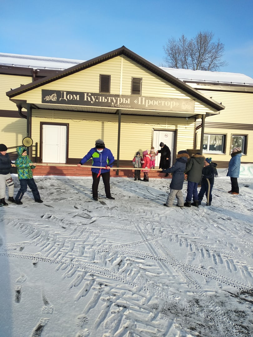 5 января на игровой площадке возле Юрминского сельского дома культуры прошёл спортивный праздник «Зимние забавы».