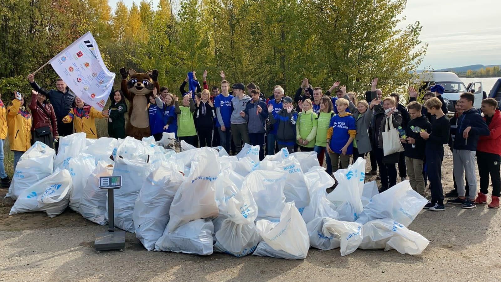 Полтонны отходов собрали школьники, студенты и волонтеры