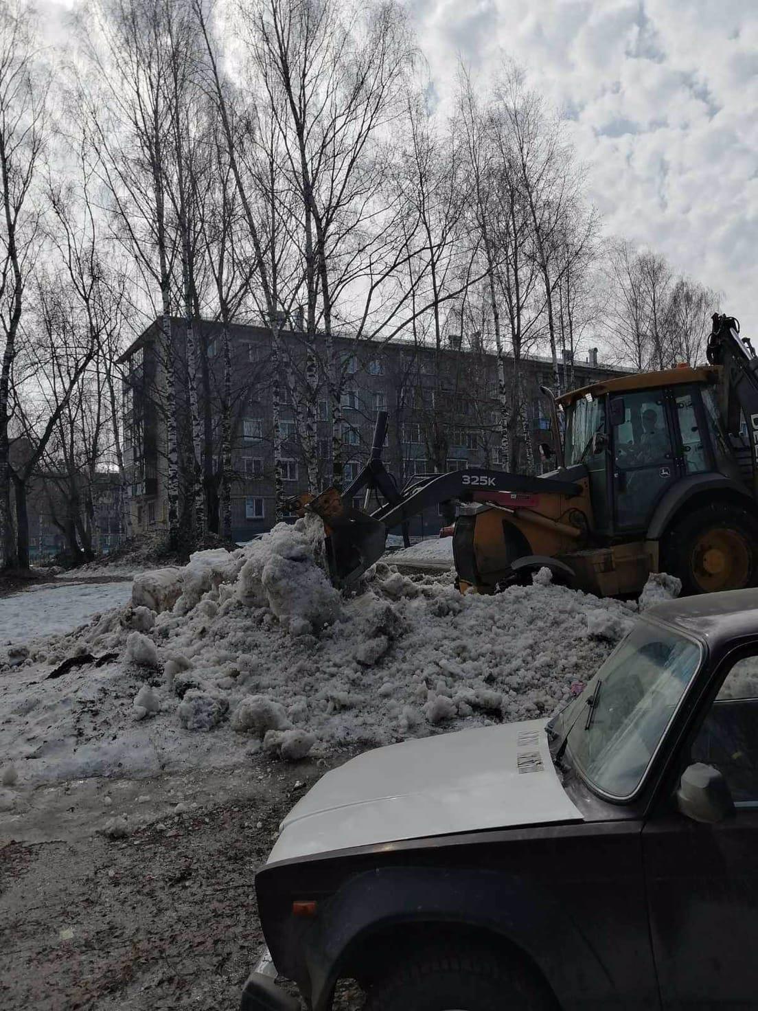 Улица Монтажников дом 28 ворошение снега