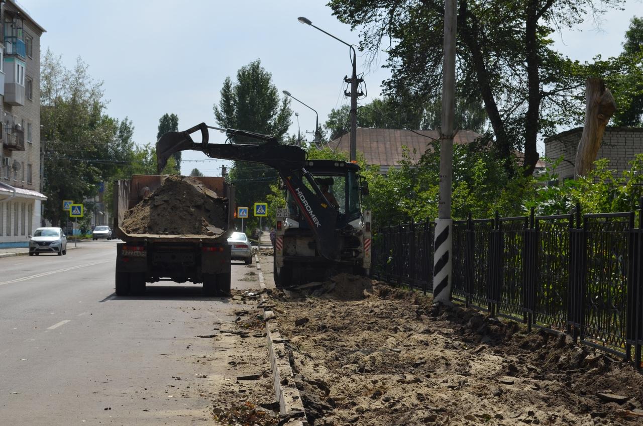 В Петровске продолжаются работы по ремонту тротуаров