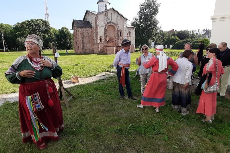 Театрализованная программа с посадницами Евфимией и Агафьей Мелисентовной.
