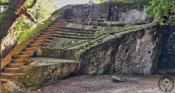 Пирамида Бомарцо: загадочное прошлое этрусков Древняя история Европы часто покрыта тайной. Загадочные народы, разнообразные культуры и странные легенды все это осталось в прошлом. Одна из этих