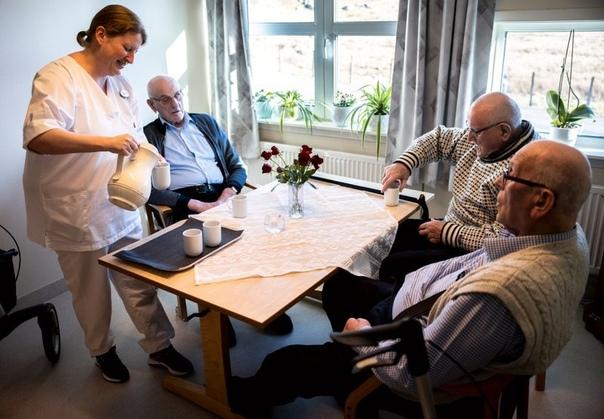 В доме престарелых норвежского Утсира (островной муниципалитет, население — 193...
