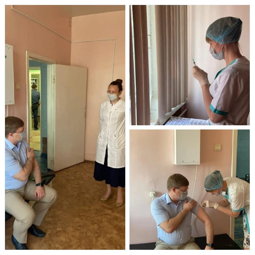 Глава Петровского района Денис ФАДЕЕВ прошёл первый этап коронавирусной вакцинации