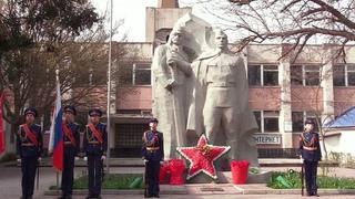 Черноморские школьники вступили в Почетный караул «Вахта Памяти. Пост №1»
