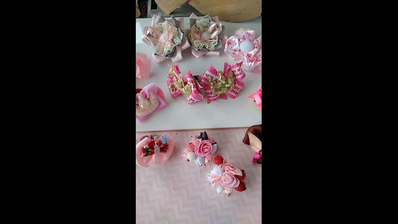 Розовая романтика в бантичках и брошах