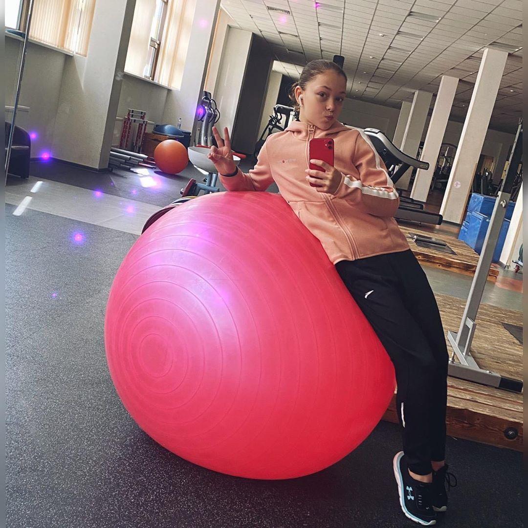 Розовый мяч Новогорска & Индивидуальный чемодан фигуриста - Страница 6 5pCmBDiTqvw