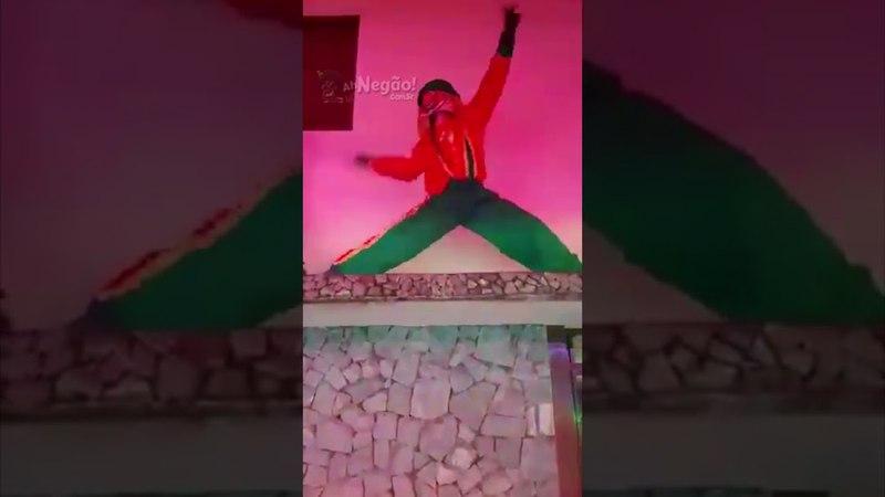 Patati e Patatá dançam na casa de senhor furioso e são expulsos na porrada