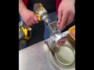 Как строитель готовит фарш