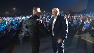 Рэпер Серёга пожал руку Лукашенко  Гордону можно было! А мне, простому белорусск