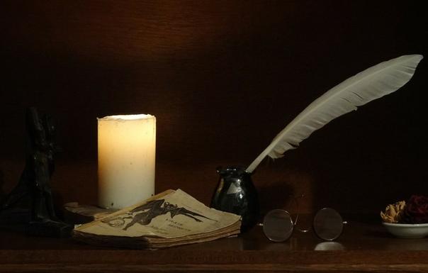 Ветер сорвал лист пожелтевший, понёс его, слегка кружа. Ветер танцор, он совершенство, он с небом старые друзья.Я тоже ветру близок духом, меня несёт сквозь время в даль.И хочется всем своим
