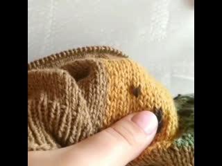 ВЫШИВКА по петлям на вязаном спицами полотне.